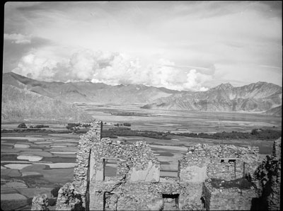 Ruins of fort near Chushul, view of Kyichu valley