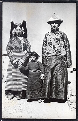 Tendong Dzongpon and family