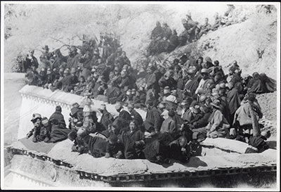 Crowd at Namdrotagtse ceremony by Potala