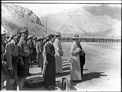 Soldiers and officials outside Lhasa