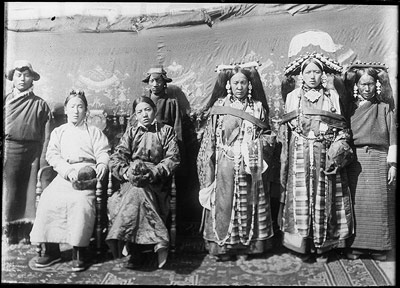 Ragashar and his wife, with group