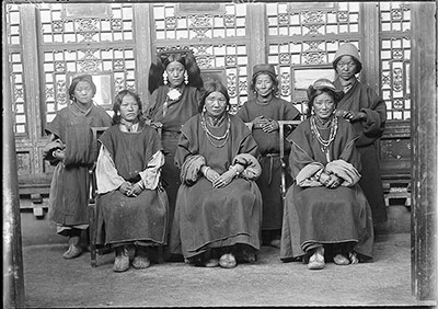 Women from Po country, southern Tibet
