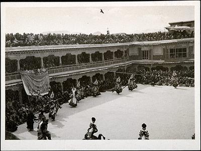 Black hat dancers in the Potala at the time of Gutor