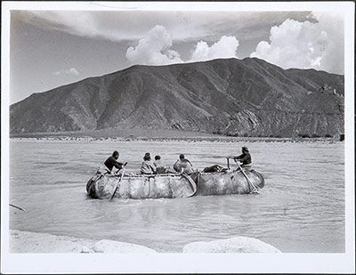 Coracle boats crossing the Kyichu river