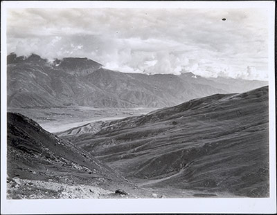 Valley of the Tsangpo river from the Napso La pass