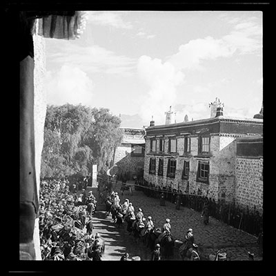 Procession of the Dalai Lama's entrance to Lhasa
