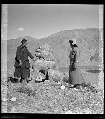 Stone lion on burial mound of Ralpacan in Chyongye valley