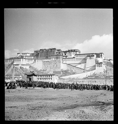 Potala and crowds in the Shol area at Sertreng ceremony