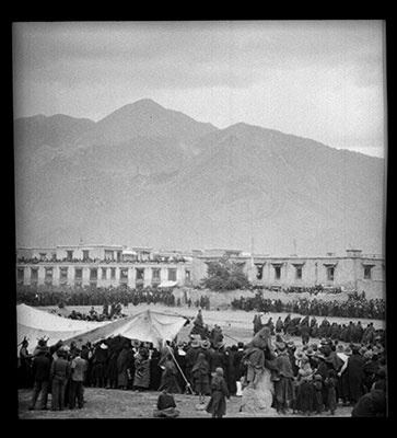 Crowds at the Torgyag chenpo in Lhasa