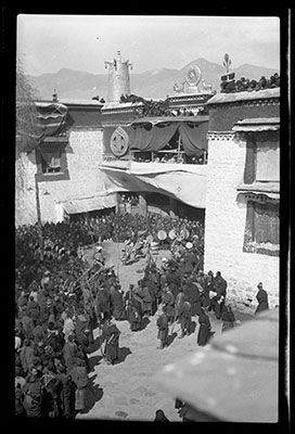 Lugong ceremony outside the main entrance to the Jokhang