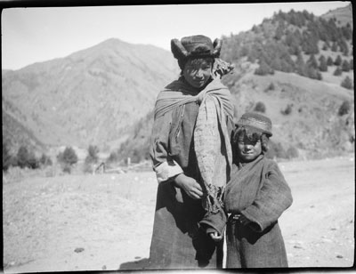 Woman and child at Yatung