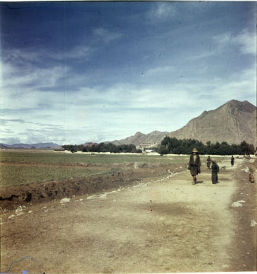 Distant view of Shigatse