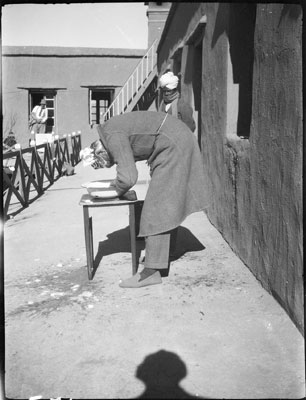 Lt. Sangster washing his hair in Gyantse fort