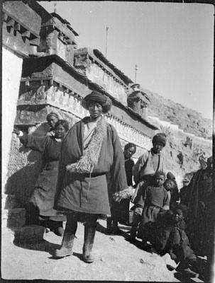 Khampa trader in front of mani wall, Gyantse