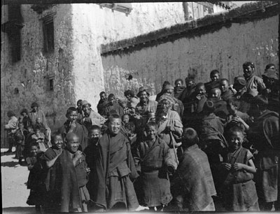 A crowd of young monks and lay people at Gyantse