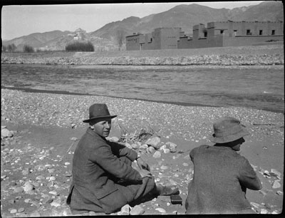 Mulligan and Sangster view the Fort near Gyantse