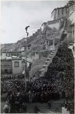Man on pole at Namdrotagtse ceremony by Potala